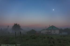 Вечер в деревне. Фото с туманом и Луной