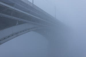 Мост через Оку в густом тумане. Нижний Новгород. Фото