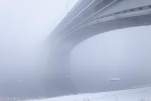 Канавинский мост, теряющийся в тумане. Фото