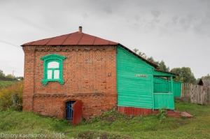 Дом с нарисованным окном. Старые дома в селе Толба