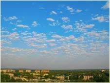 Летний пейзаж с перистыми облаками