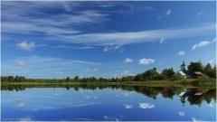 Летние пейзажи. Летнее утро. Озеро, лес, церковь. Отражение в воде
