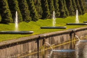 Петергоф. Фонтаны вдоль главного канала