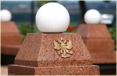 Герб России на памятнике Козьме Минину. Фото Нижнего Новгорода