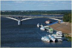 Фото Нижнего Новгорода. Мост через Оку. Теплоходы у пристани