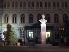 Памятник Лобачевскому. Большая Покровка. Ночное фото. Достопримечательности Нижнего Новгорода. Фото