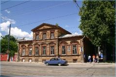 Деревянный дом на улице Большой Печерской. Достопримечательности Нижнего Новгорода. Фото