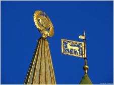 Виды Нижнего Новгорода. Гербы СССР и Нижнего Новгорода на шпилях здания госбанка